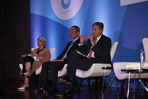 Roundtable on Financing Water high-level panel at the 8th World Water Forum Jose Carrera, CAF, Guangzhe Chen, World Bank