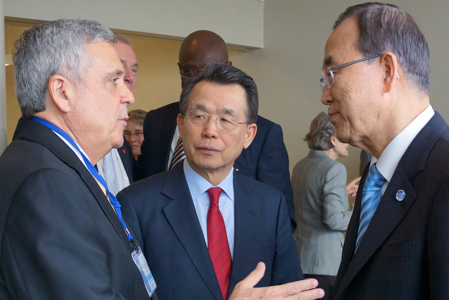 President Braga to the left together with UN Secretary-General H.E. Ban Ki-moon (right) and Dr. Han Seung-soo Founding Chair, High-Level Expert Panel on Water and Disaster/UNSGAB and Former Prime Minister of the Republic of Korea (middle).