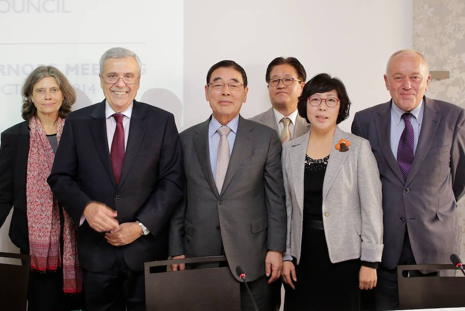 From left to right: Barbara Anton, ICLEI, Benedito Braga, World Water Council, Jung-moo Lee, National Committee of the 7th World Water Forum, Kwang-hyun Nam, Daegu Gyeongbuk Development Institute (DGI), Yeonhee Park, ICLEI Korea, Bert Diphoorn, UN-Habitat ©WWC/JM Huron