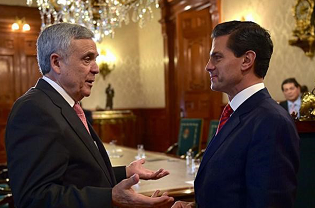 President Enrique Peña receives Dr. Benedito Braga of the World Water Council at the National Palace, with whom he discussed the importance of water as a human right © Notimex
