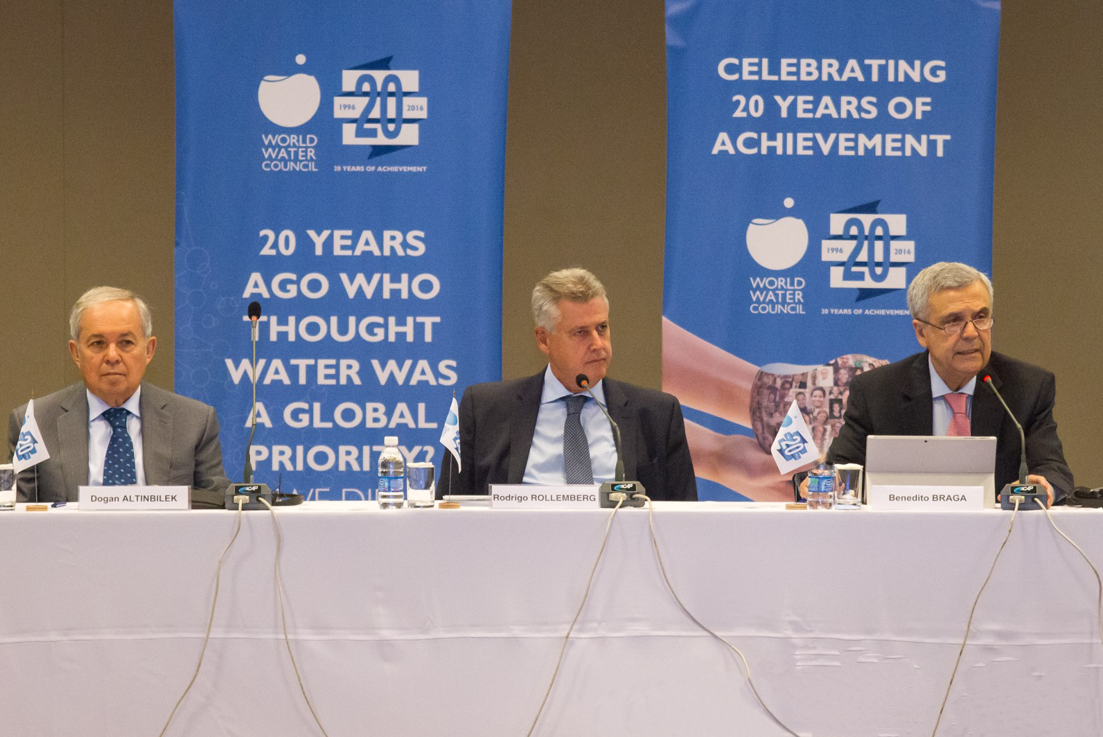 From left to right: Dogan Altinbilek, Vice President of the World Water Council, Senator Rodrigo Rollemberg, Federal District Governor, and Benedito Braga, President of the World Water Council, at the 59th Board of Governors meeting, 24 June, Brasilia. Photo: @IsraelLima