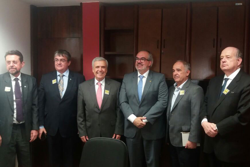 From left to right: Paulo Varella, Director of ANA (The Brazilian Water Agency), Ricardo Andrade, Superintendent of ANA, Benedito Braga, President of the World Water Council, Roberto Muniz, Senator of the Republic of Brazil, Vicente Andreu Guillo, President of ANA and Newton Azevedo, Brazilian Association of Infrastructure and Basic Industries.