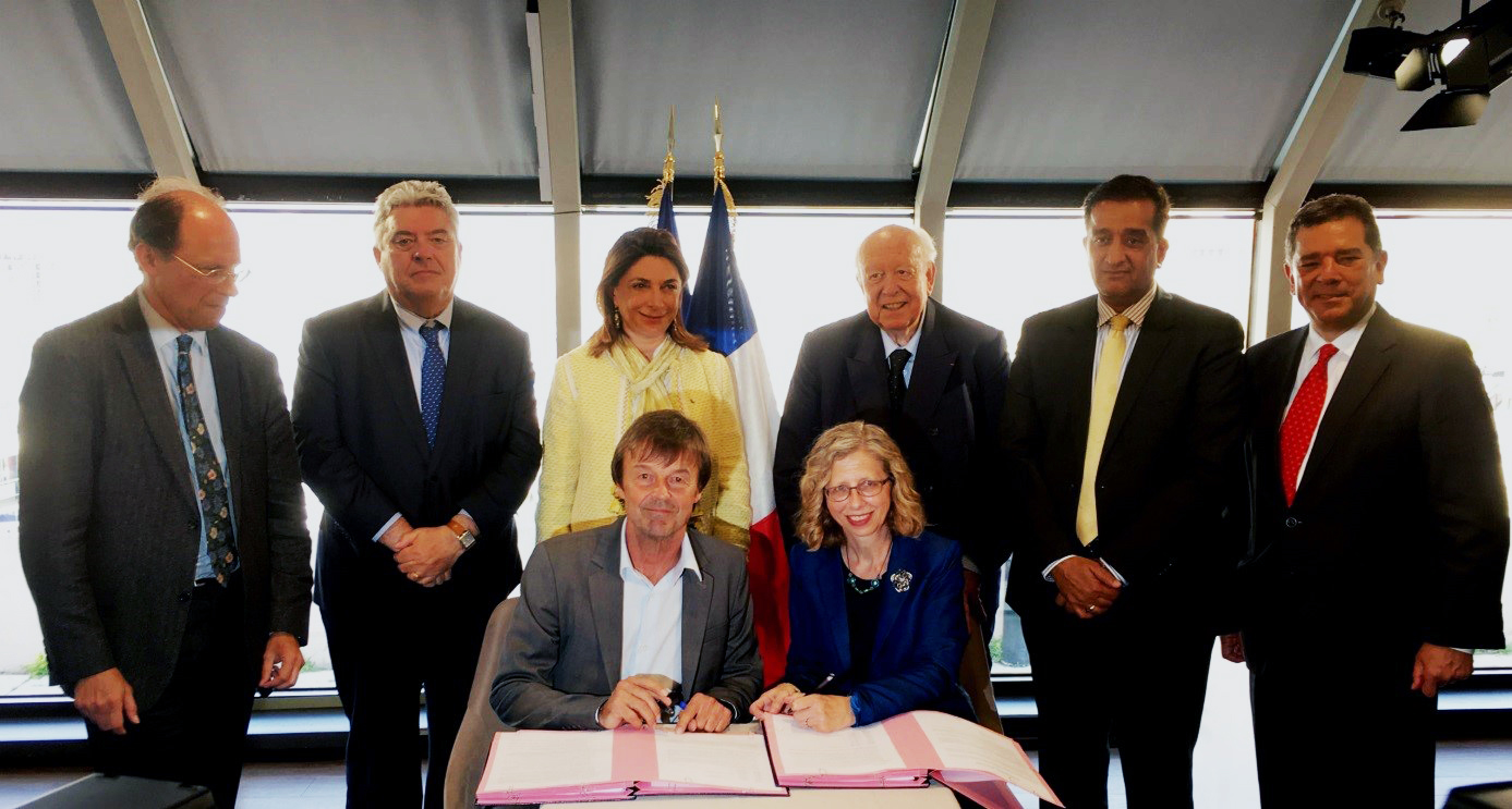 French Minister of Ecologic Transition Nicolas Hulot signing the partnership convention with Inger Andersen, Director General of IUCN (International Union for the Conservation of Nature) organizer of the World Conservation Congress 2020 in Marseille, together with Martine Vassal, President of the Department and Jean-Claude Gaudin, Mayor of Marseille and Governor of the World Water Council.