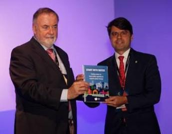 Loic Fauchon, Honorary President of the World Water Council,  and Paulo Camara, Undersecretary for Federative Affairs (SAF) of the Presidency of the Federative Republic of Brazil launch the Start With Water guide at the International  Conference of Local and Regional Authorities, during the 8th World Water Forum, Brasilia, Brazil, 20 March 2018