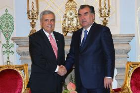 President of Tajikistan H.E. Emomalii Rahmon (right) and President of the World Water Council Benedito Braga during a bilateral meeting, Dushanbe, Tajikistan, August 2013